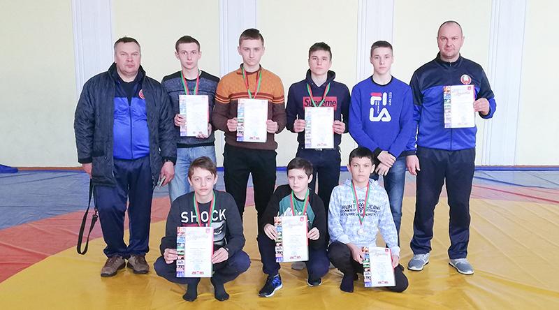 Команда Столинского района заняла 3 место в первенство Брестской области по вольной борьбе
