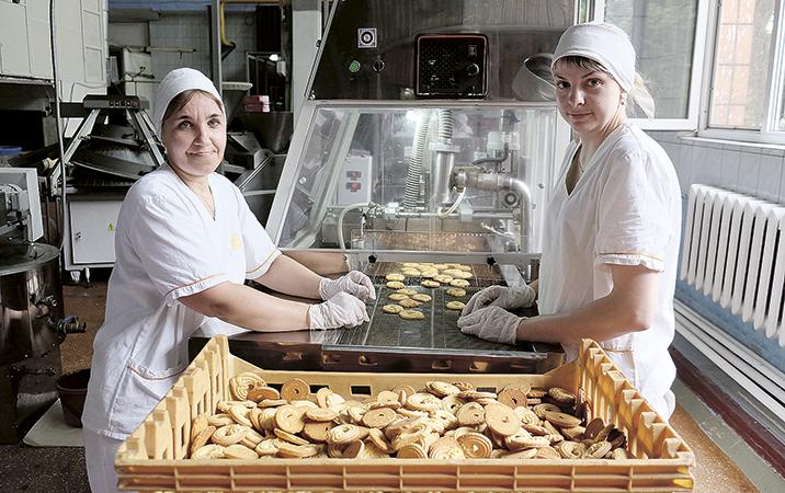 На Давид-Городокском хлебозаводе запустили линию глазурирования и декорирования печенья