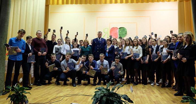 Прокурор Столинского района вручил паспорта учащимся 9-х классов СШ № 2 аг. Ольшаны
