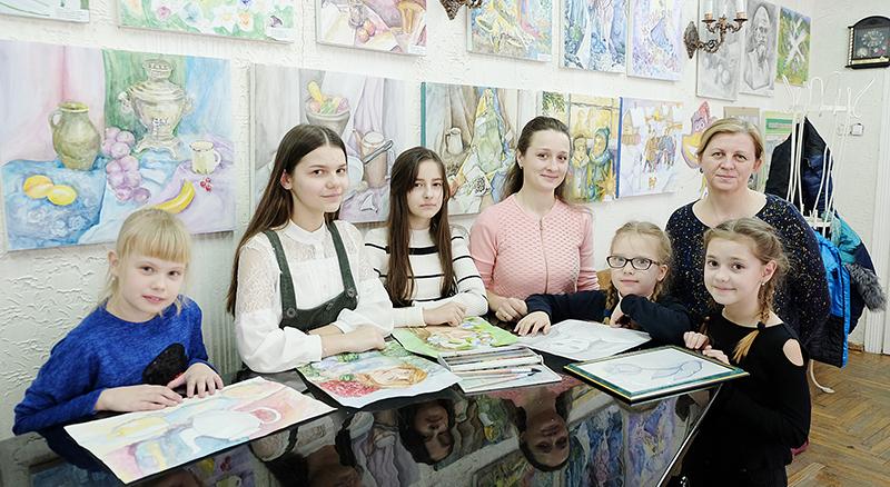 Ученики Столинской детской школы искусств готовят своим близким рукотворные подарки