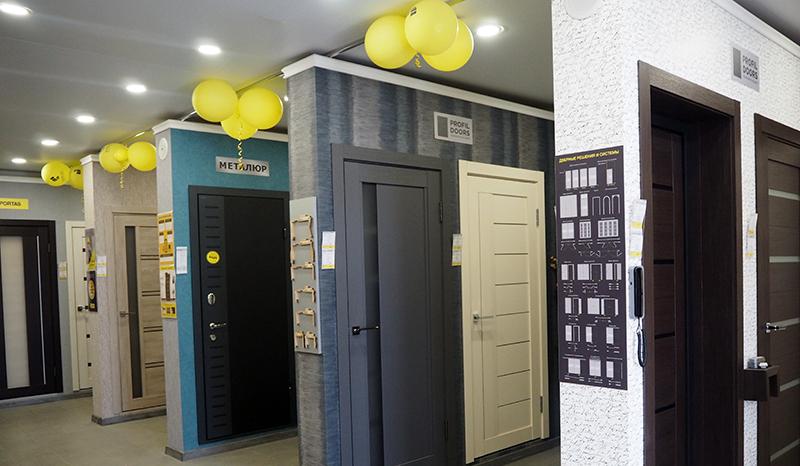 Магазин «Юркас» в Столине. Большой ремонт начинается с дверей