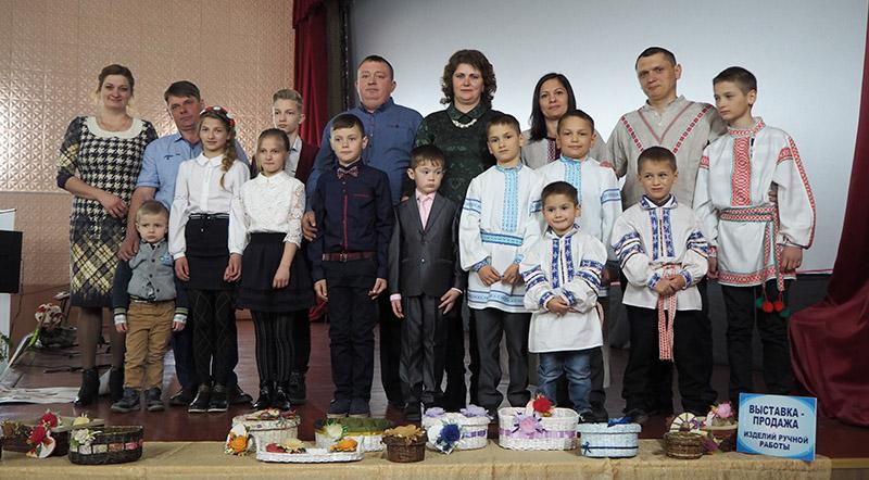 """Раённы этап  конкурсу """"Сям'я года"""" прайшоў  на мінулым тыдні  ў Століне."""