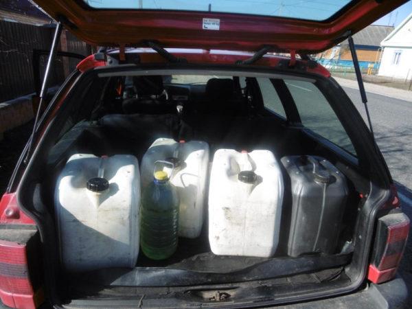 В д. Верхний Теребежов задержаны иностранные граждане незаконно перевозившие бензин