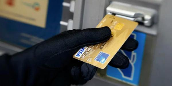 Собутыльник украл деньги с карточки