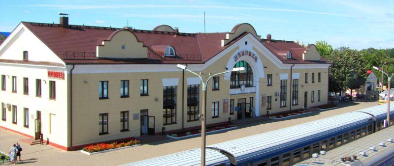 На железнодорожной станции Лунинец эвакуировали 50 человек из-за бесхозной коробки